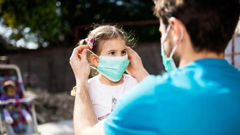 Preparar a los niños para salir a la calle en época de coronavirus