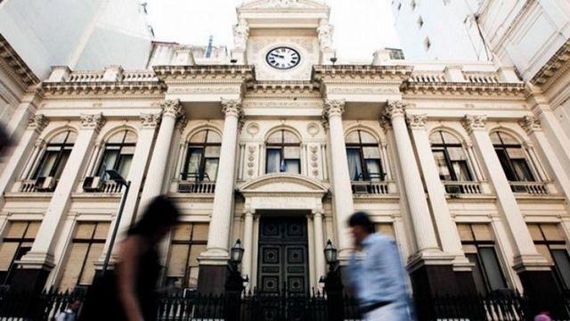 Los bancos seguirán funcionando con atención por turno