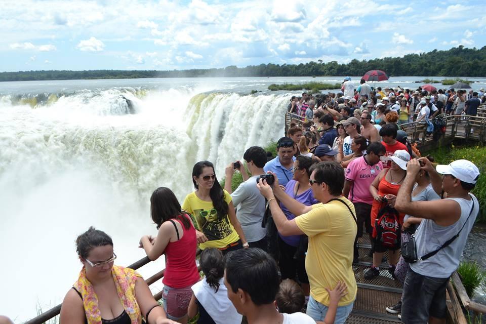 Pese al aumento de casos de COVID-19 un millón y medios de turistas en la Semana Santa
