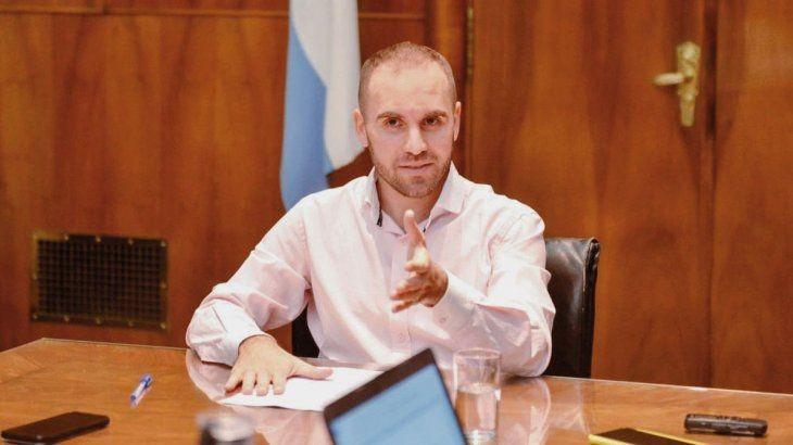 Martìn Guzmàn busca de apoyo extranjero en la negociaciòn con el FMI