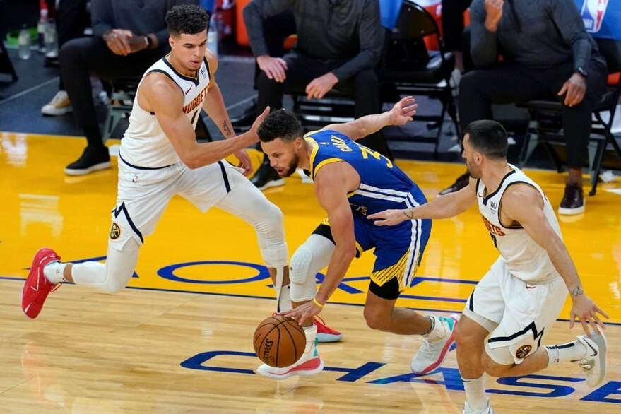Los Warriors derrotaron a los Nuggets