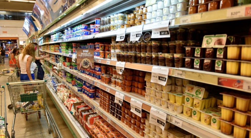 Una canasta de 120 productos con precios congelados por 180 días