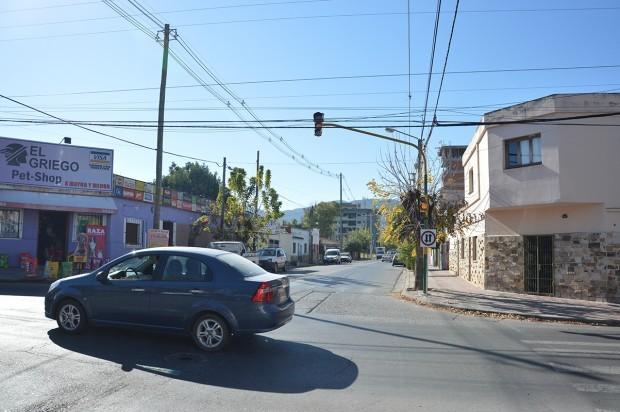En poco tiempo funcionará el semáforo de Zuviría y Arenales