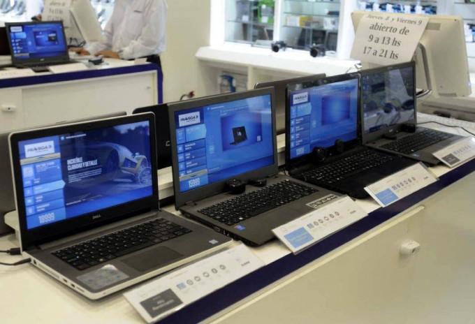 Las computadoras bajaron hasta 40% y perdió atractivo comprarlas afuera