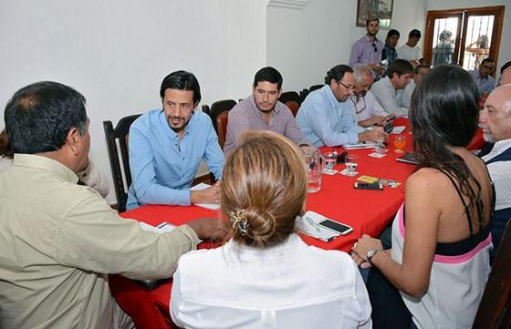 Reunión de trabajo en La Viña con el equipo municipal