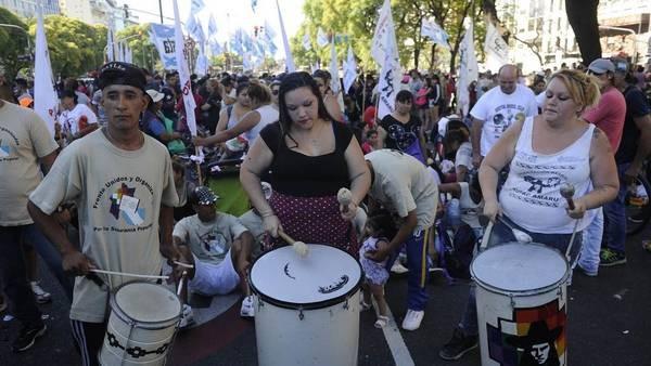 Piqueteros piden más planes y el Gobierno prevé que vuelvan fuerte los cortes