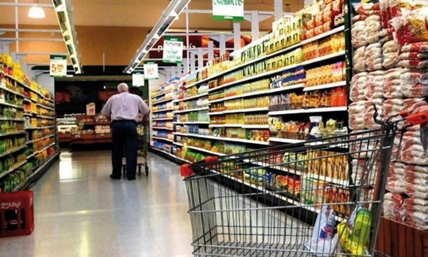 El consumo en baja,  los alimentos aumentaron el 6%