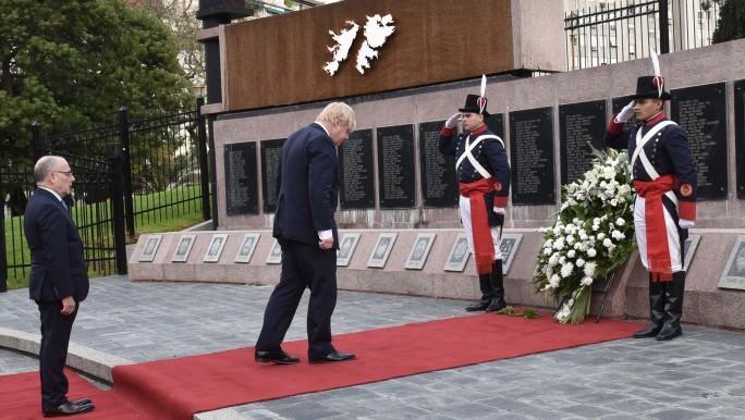 Canciller británico homenajeó a los caídos en Malvinas