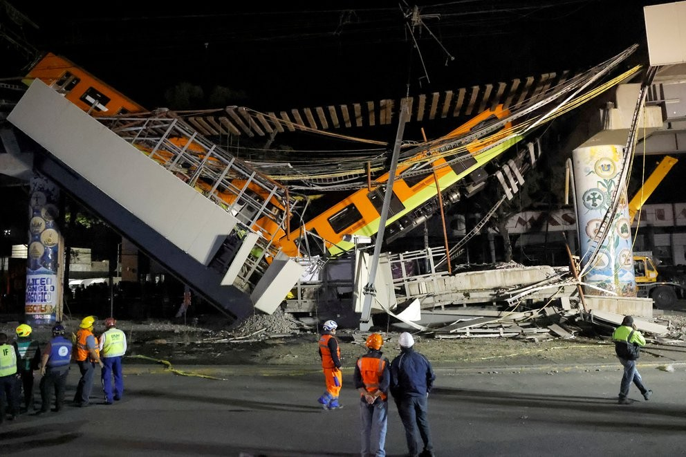 Colapsó un puente en la línea 12 del metro y dejó al menos 23 muertos