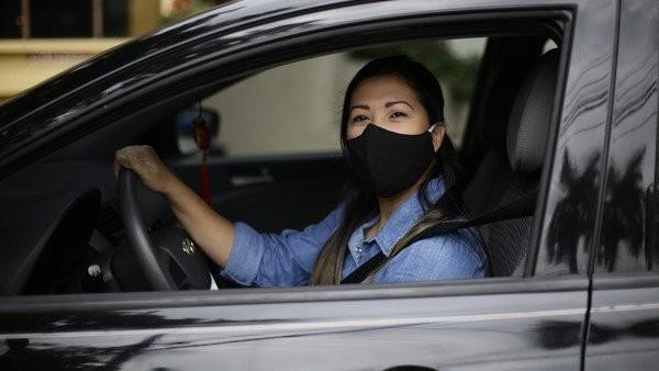 ¿Se debe usar barbijo en el auto para evitar contagios?