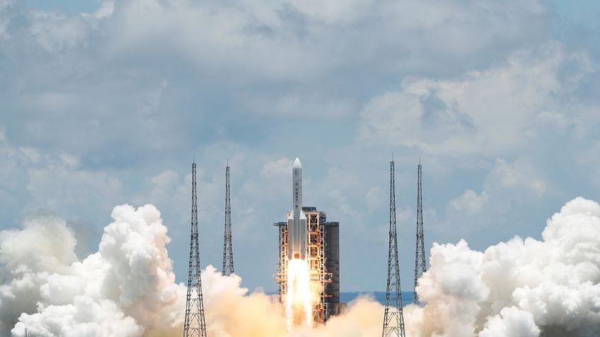 Cohete chino fuera de control se aproxima a la Tierra  EN VIVO