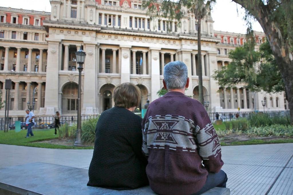 Hoy se inicia el pago a beneficiarios de las Asignaciones Universales y a jubilados