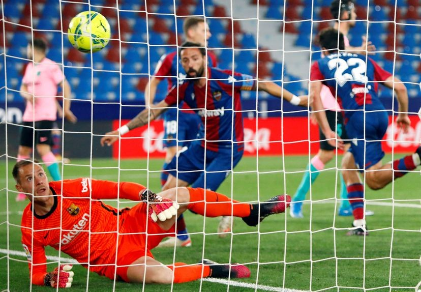 Messi marcó un gol para el empate de Barcelona que complicó sus aspiraciones