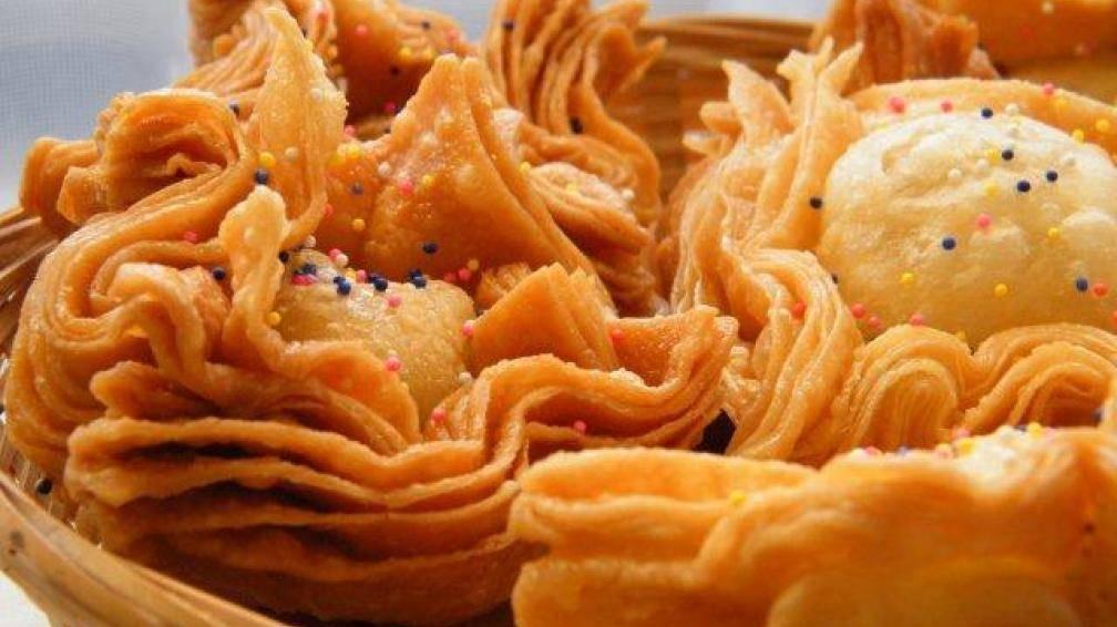 Pastelitos ricos y crocantes en una tarde fría
