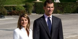 Un 49% de españoles prefiere a Felipe VI y un 36% una república
