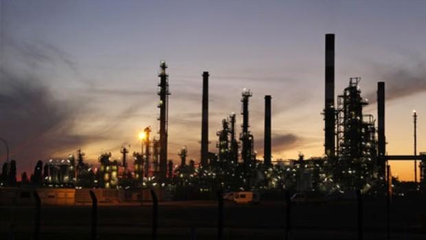 El petroleo hace perder 1,2% a la bolsa de Buenos Aires