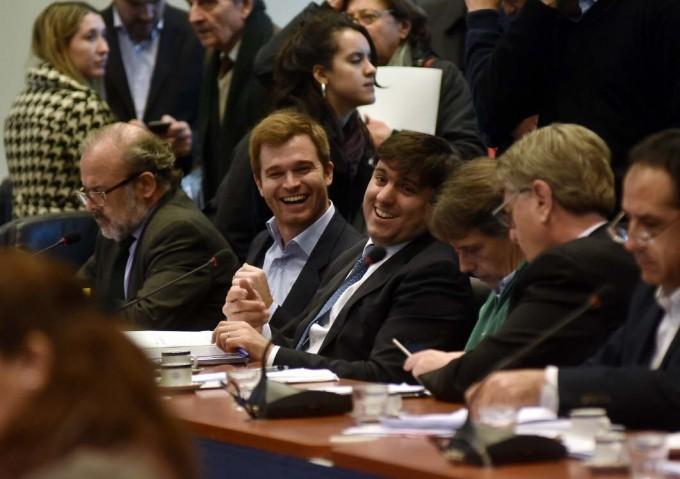 Con apoyos y muchas dudas arrancó el debate de la ley ómnibus