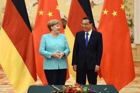 Merkel y Li restan importancia a tensiones sobre estatus comercial chino