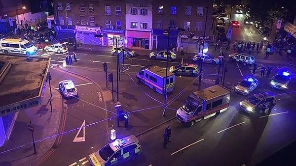 Londres: un auto embistió a peatones cerca de una mezquita