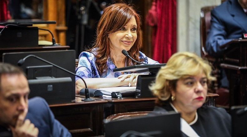 Piden en sesiòn especial tratar el desafuero de Cristina Kirchner