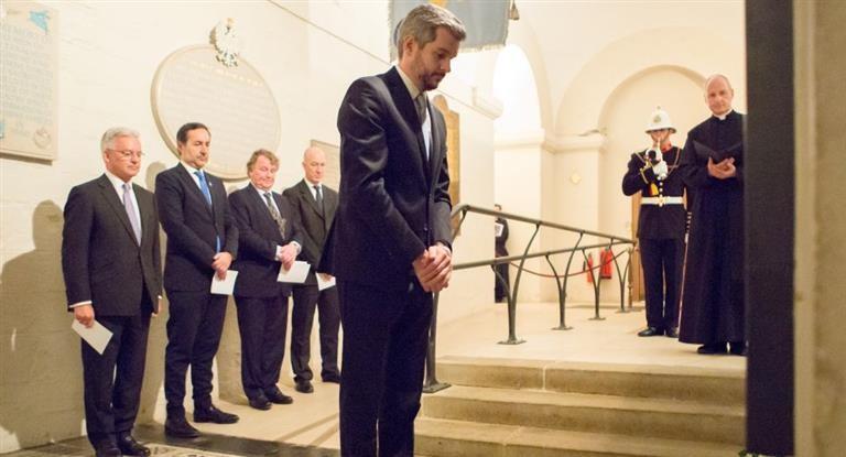 Peña rindió homenaje a los soldados británicos caídos en Malvinas