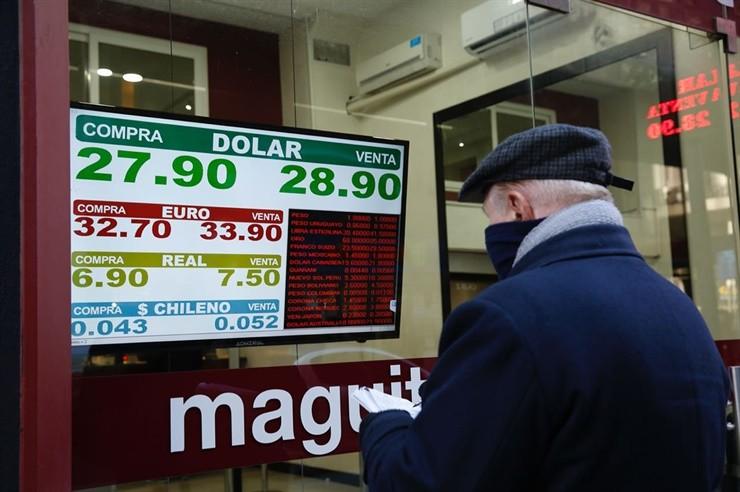 El dólar vuelve a subir y ya cotiza a $29 en algunos bancos