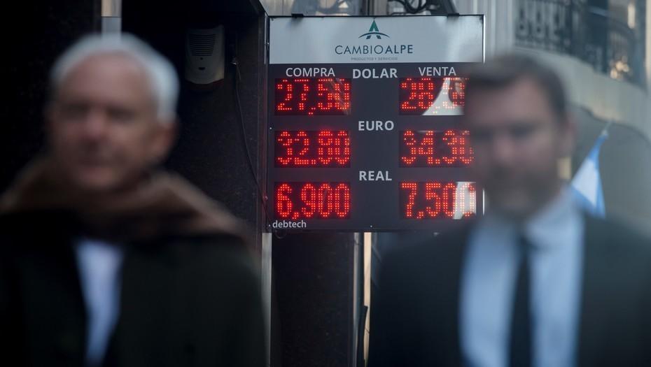 El dólar abrió en alza y va camino de $ 30