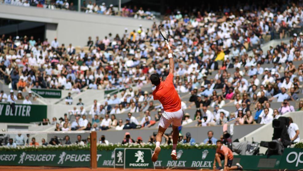 Djokovic arrolla a Sascha Zverev en Roland Garros
