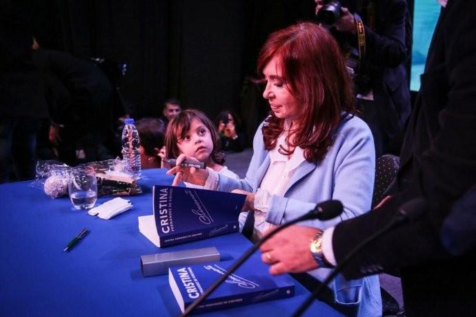 Cristina cuestionó a Macri por las críticas a Hugo Moyano