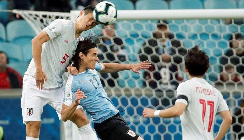 Uruguay empató 2-2 ante un Japón