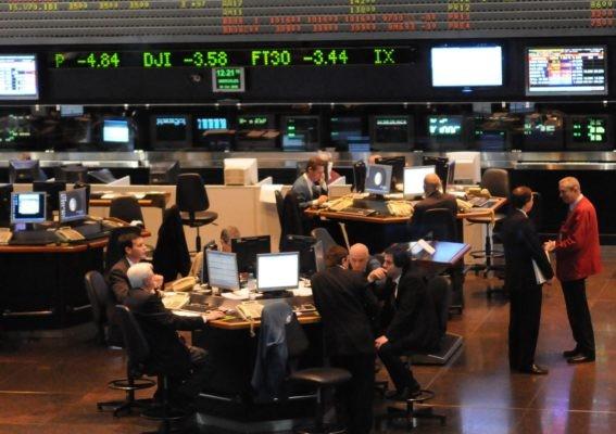 Con un dólar en baja la Bolsa opero con volatilidad