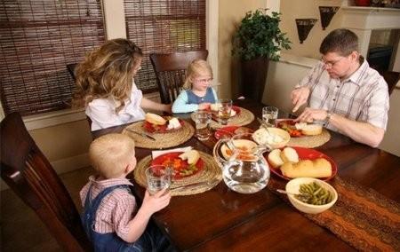Una familia con asistencia social cobra $72.700 con asistencia del Estado