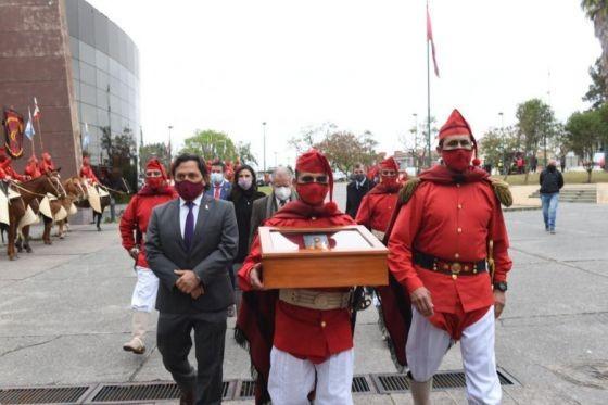 El gobernador Sáenz recibió el Pretal de Plata del general Güemes