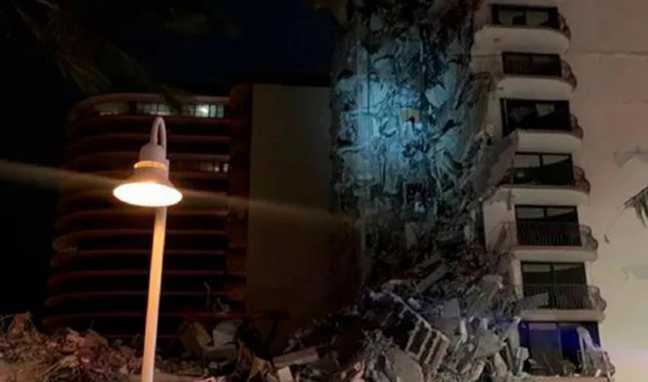 Se derrumbó un edificio de 12 pisos cerca de la playa