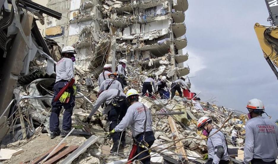 Derrumbe en Miami: ya son 12 los muertos y siguen desaparecidas 149 personas