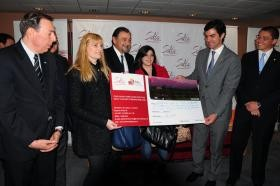Isa recibió junto al Gobernador a las primeras turistas de la temporada