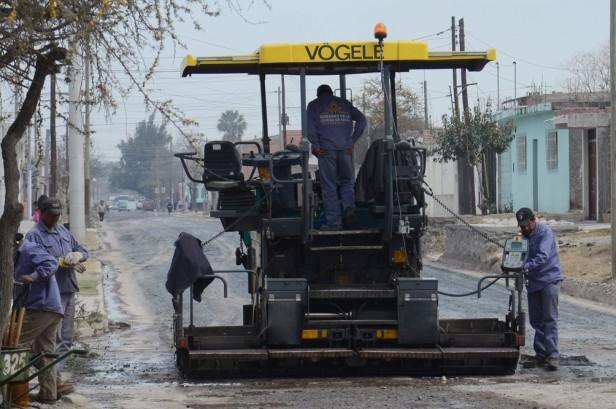 La Municipalidad repavimenta calle Ituzaingó, desde San Luis hasta Coronel Vidt
