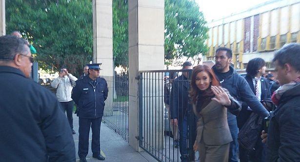 Cristina llegó a Comodoro Py para notificarse por dólar futuro