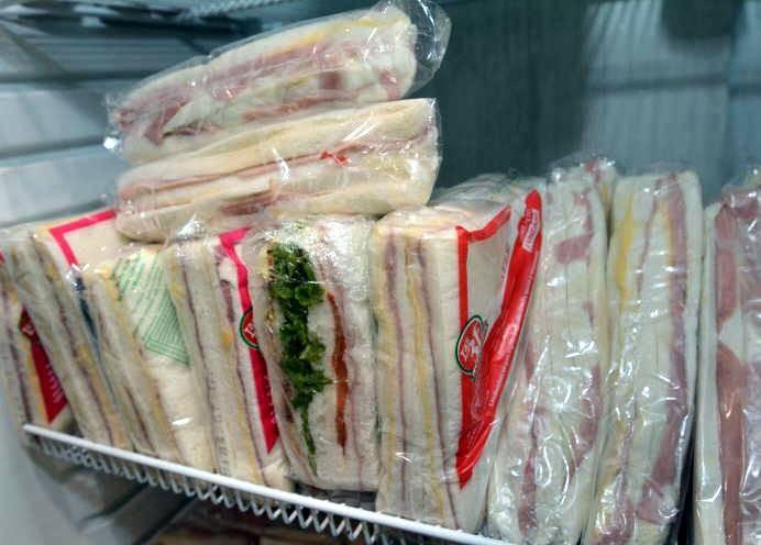 Sándwichs aportan sodio y grasas saturadas