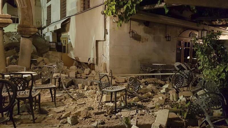 Un fuerte terremoto en Grecia y Turquía dejó al menos dos muertos