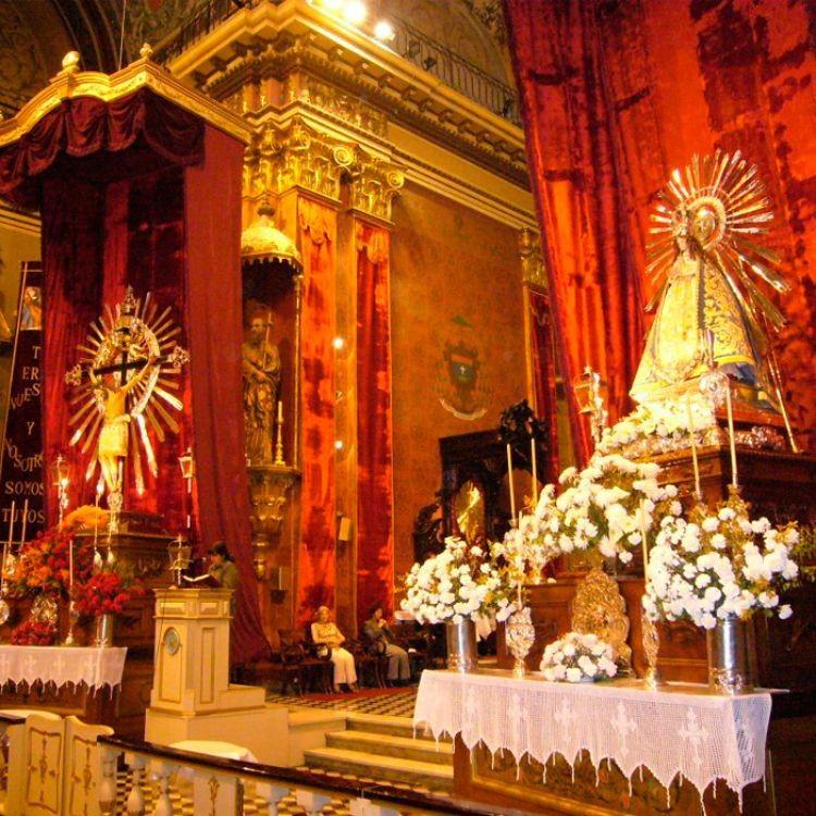 Entronizan las imágenes del Señor y de la Virgen del Milagro