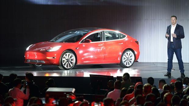 Tesla Model 3 sin tablero y con una pantalla táctil