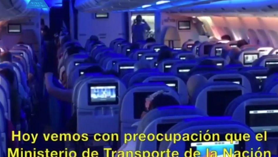 Piloto de Aerolíneas fue amenazado por un gremialista y se descompensó en pleno vuelo