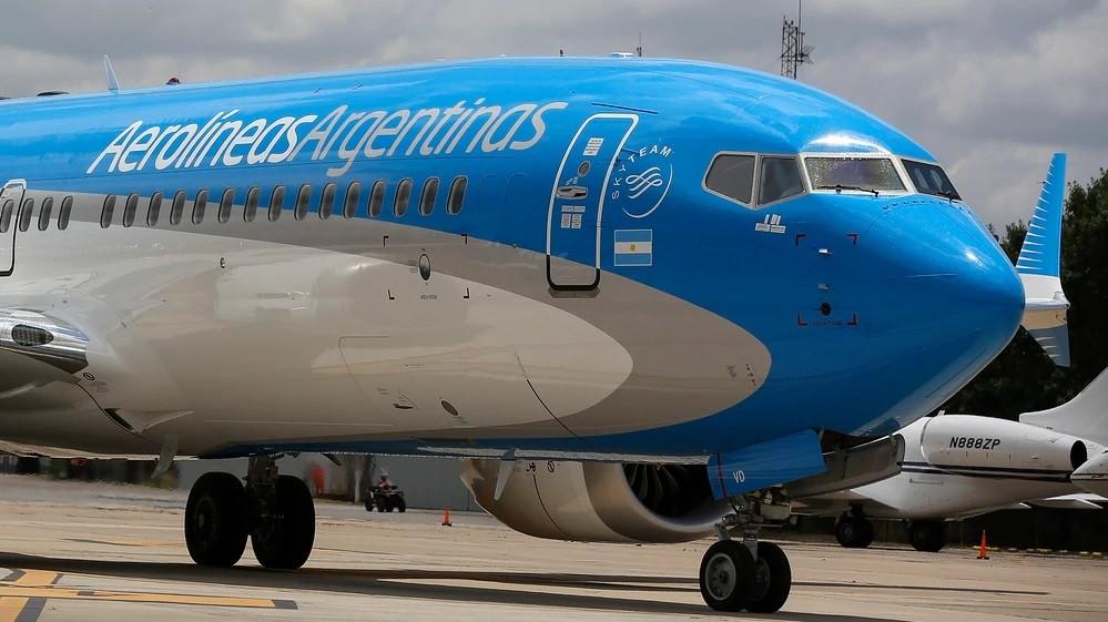 Aerolíneas evalúa sancionar a los pilotos por los mensajes en los vuelos