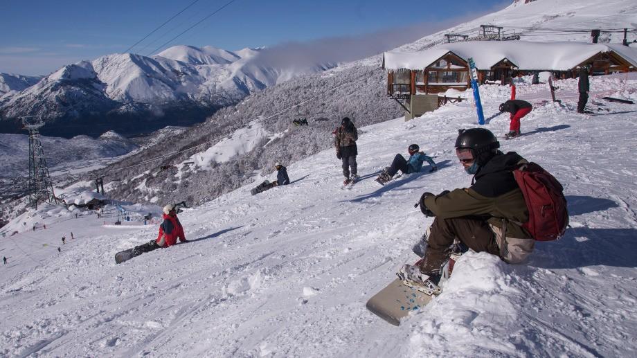 El Cerro Catedral con mucha nieve en el primer día de esquí