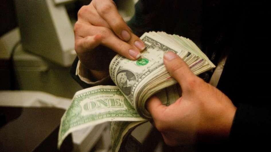 El dólar blue alcanzó su máximo histórico y llegó a $140
