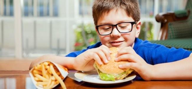 Los  hábitos alimentarios de los pequeños es tan importante como la forma de hacerlo