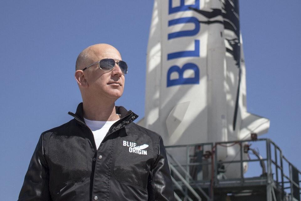 Jeff Bezos viaja al espacio en su nave de Blue Origin