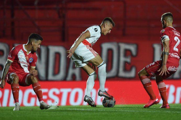 River se metió en cuartos al ganar 2-0 a Argentinos Juniors