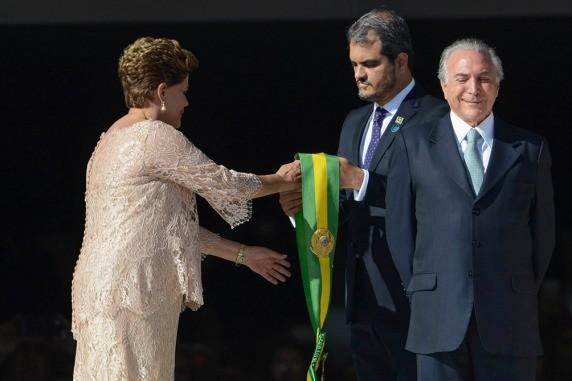 La comisión del Senado aprobó por 14 contra 5 el informe que destituye a Rousseff